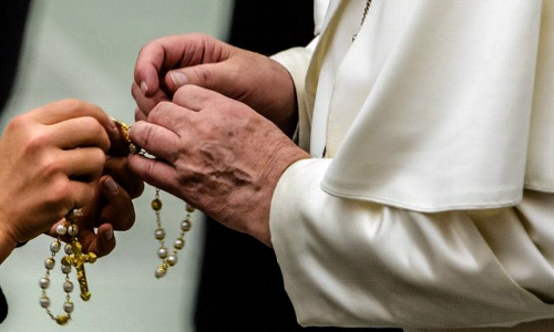 Pope Francis urges Catholics to unite through praying the rosary in May